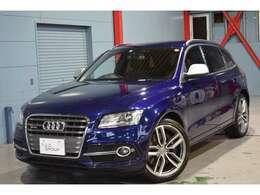 外装色には欧州車ならではのスポーティなカラー、ムーンライトブルーMが配色されております。専用エアロ、専用アルミホイールを纏ったコンプリートカーです♪