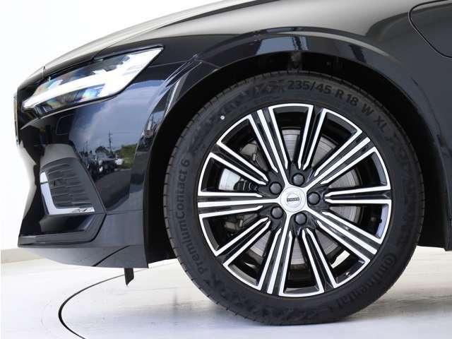 ダイヤモンドカット/ブラックの18インチ10マルチスポークアルミホイール。勿論インテリセーフ標準装備により、歩行者検知機能付フルオートブレーキをはじめとする革新的安全装置を標準搭載。