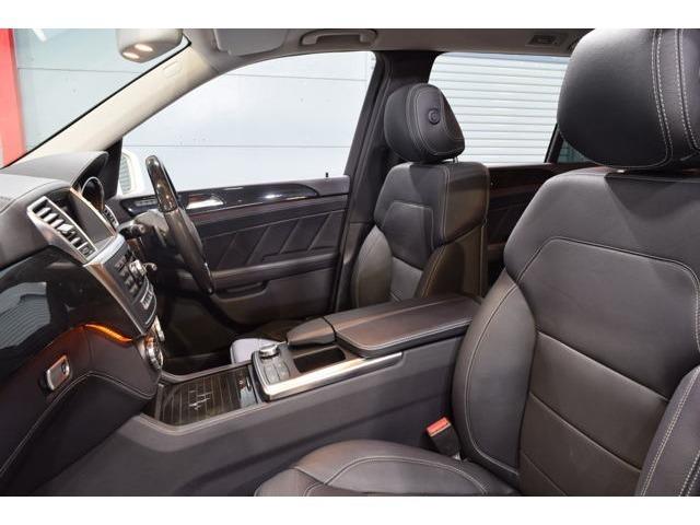 上質なブラックレザーシートを装備しています!シートヒーター・メモリー機能付きパワーシート・ランバーサポート機能を搭載した多機能設計です!