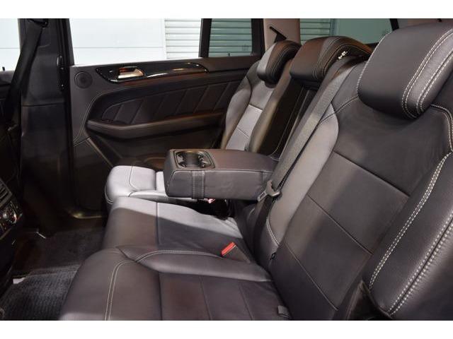 後部座席には十分なスペースが確保されており長距離ドライブも快適にお過ごし頂けます!2ndシートにもシートヒーターを搭載しております!