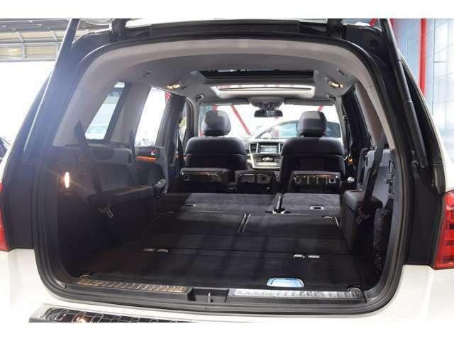 SUVならではの使い勝手の良い広大なラゲッジルーム!ワンタッチで作動可能な自動開閉テールゲート搭載!分割可倒式リアシートを利用すれば更に広いスペースに!
