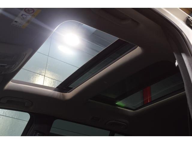人気装備のパノラミックガラススライディングルーフも備わり、車内に解放感をもたらします!オープン&チルトアップと環境に合わせてご利用頂けます!