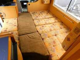 ダイネット部分ベッド展開時サイズ 長さ195cm最大幅186cm 最小幅91cm
