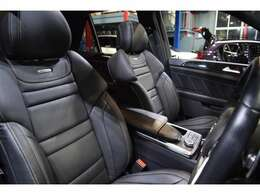 AMGロゴプレート付きブラックレザーシートを装備!ベンチレーター・シートヒーター・メモリー機能付きパワーシート・ランバーサポートを備えた多機能設計!