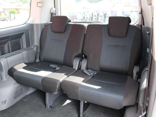 サードシートもあり人数が増えても乗車可能!格納すれば荷室も広々!