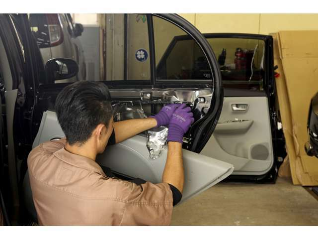 Aプラン画像:室内のスイッチ類など多岐にわたる細やかな点検整備で安心の納車準備を進めてまいります。自社整備工場完備だから安心!国家整備士が責任を持って点検・整備を行います。