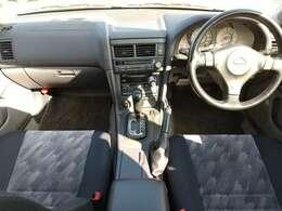 後席から見た運転席と助手席です!!