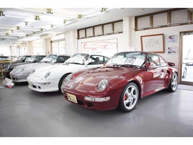 ショールームには希少なポルシェ・旧車30台ございます。詳しくはHPご覧くださいませ。