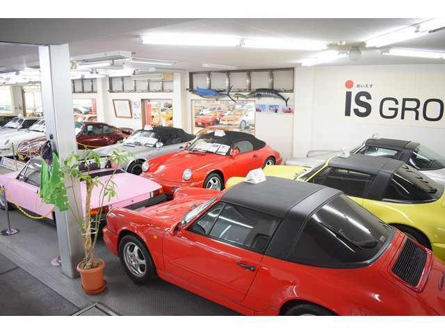 ショールームには希少なポルシェ・旧車多くございます。詳しくはHPご覧くださいませ。