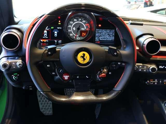 人気のオプションLED付きカーボンハンドルが装備されております。