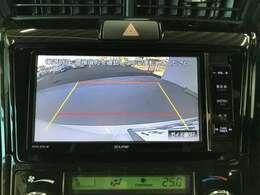 後退時に車両の後ろ側をモニター画面に表示します。車庫入れなどでバックする際に後方確認ができて便利です。車庫入れが苦手な人もこれで安心♪