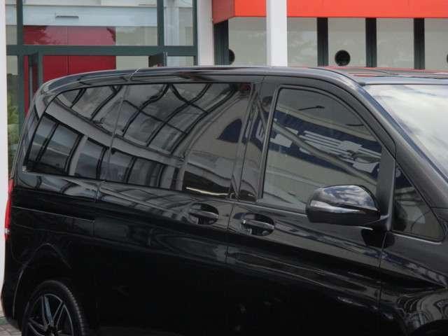 電動調整・可倒式ヒーテッド・ドアミラー(ウインカー内蔵) 乗降用ライト 自動防眩ルームミラー&ドアミラー(運転席側) クロスウインドアシスト ワンタッチパワーウインドウ(挟み込み防止機能付)