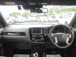 使いやすく機能的にまとめられた運転席廻りです。視界も良好で運転しやすいですよ~