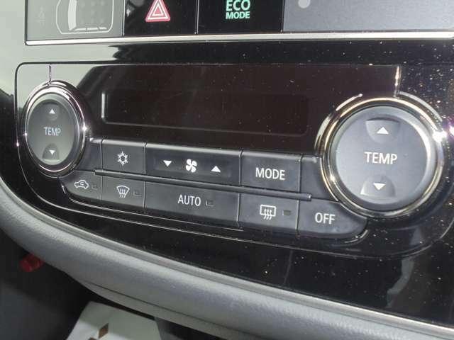 左右独立温度調節式のフルオートエアコン!!同乗者の方も快適ですね~