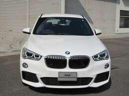 納車時には、BMW基本100項目点検又は12か月定期点検を行い、不具合箇所・交換時期の部品等あれば当社負担で交換しご納車させて頂きます。全国のBMW正規ディーラーでご使用頂けます認定中古車保証書が発行されます。