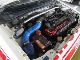 名機「ZC」型エンジンがワンダーシビックのスポーツイメージを決定づけたZC型エンジンは、世界初の異形中空カムシャフトや小型軽量の4連アルミシリンダーブロックを採用するなど、徹底した軽量化を図っています