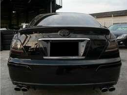 こちらのお車ですが、社外LEDスモークテール付きとなります♪トランクスポイラーも付いてます♪