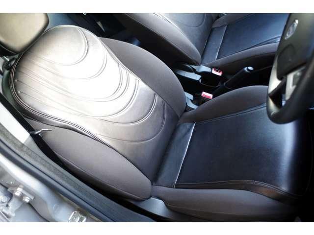 運転席は、目立つスレキズやダメージもなく良好なコンディションです。