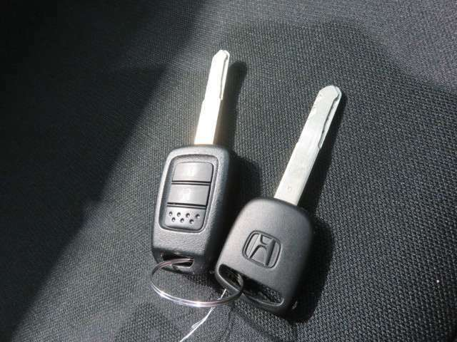 キーレスエントリー、ボタン1つでドアロック施錠・開錠ができます。