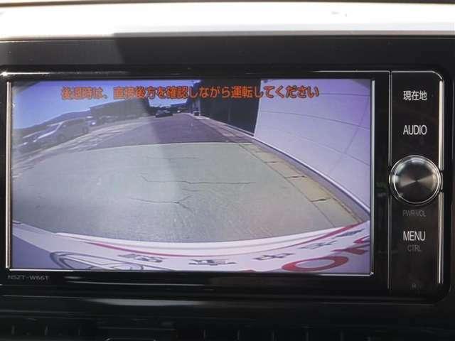 カメラで後方の映像が写りますので、車庫入れが苦手な方のサポートをしてくれます♪