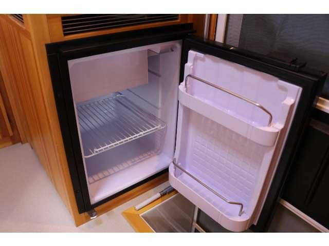 12V冷蔵庫を装備!