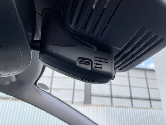 ドライブレコーダーも装備しております。
