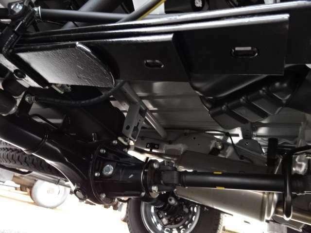 足回りを4枚リーフサスペンションに強化(メーカーオプション) サーマルマスター社製-25℃冷凍機システム設定(2コンプレッサーで庫内冷却が早く車内エアコン快適利用可