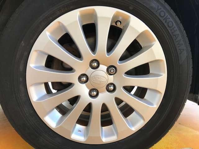 純正16インチアルミです!新品タイヤをご希望の方は格安でご提供が可能です!是非お申し付け下さい!!