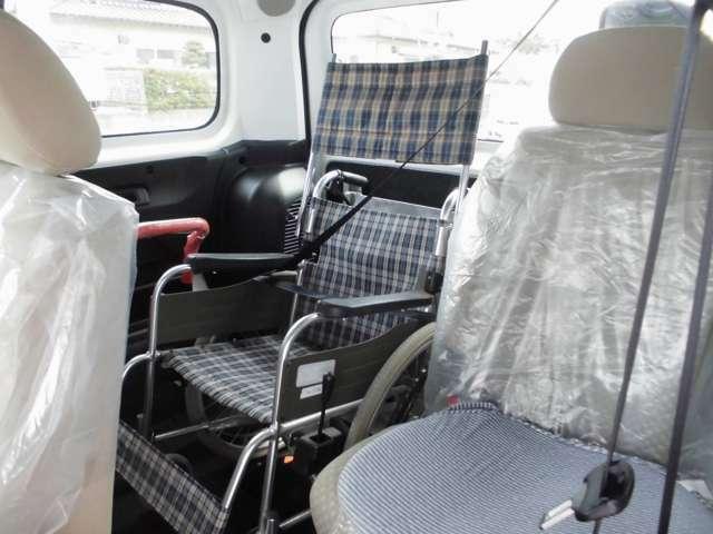 車いす利用者にも3点式のシートベルトを備えています。