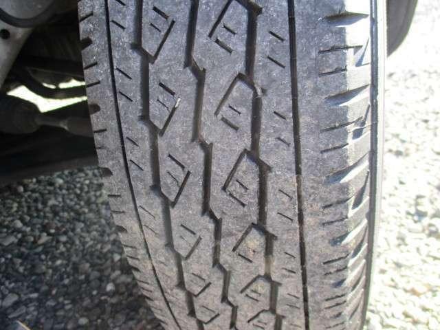タイヤ溝も充分残っています