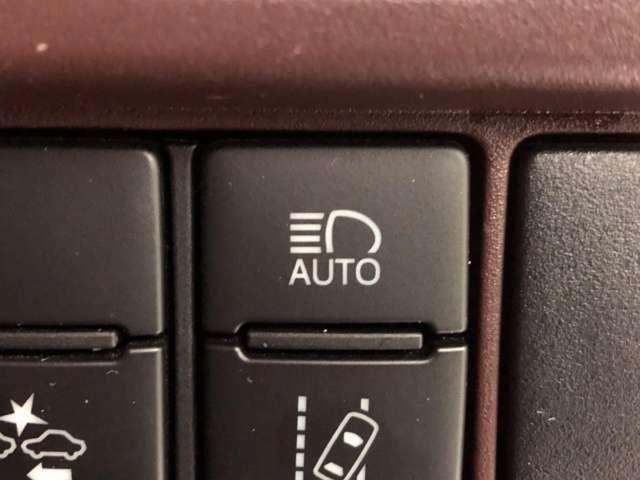 ●オートマチックハイビーム『先行車や対向車のライトを認識し、ハイビームとロービームを自動で切り替える機能です♪』