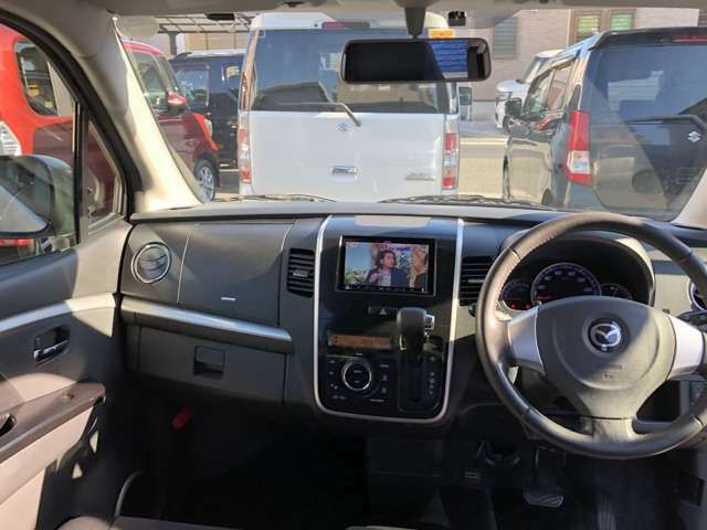 運転席廻りの画像です