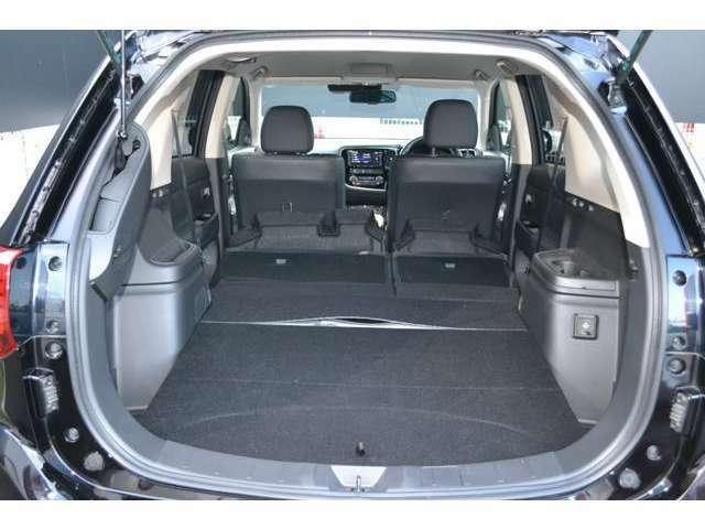 後席をダンブルすれば長尺物やたくさんの荷物が搭載できます。