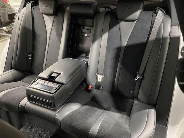 後席シートもバッチリキレイです♪目立った傷、汚れ等全く御座いません!便利な後席リモコンスイッチも搭載されております!
