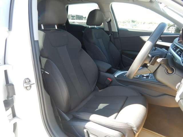 ドイツ車特有の硬めのシートはロングドライブで疲れにくくホールド性にも優れます