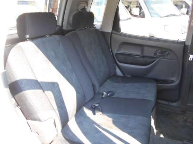 後部座席も当然、綺麗・清潔に仕上げております。内装の綺麗なお車は気持ちが良いですよね!! 愛知 大治 格安 軽四 軽自動車 安い 中古車 ジーフリー G-FREE