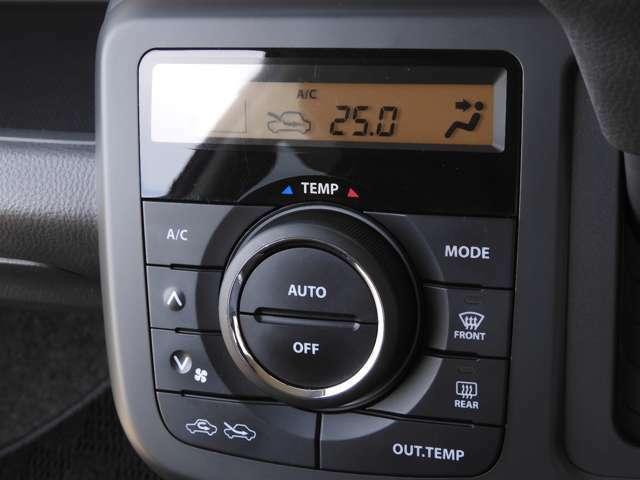 オートエアコンは温度を設定すれば自動で快適な状態をキープしてくれるので運転中の温度操作が減り安全面でも安心ですね。