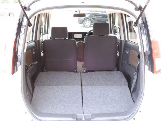 後席シートを収納すれば、十分な奥行きが確保されます。家具などの大きな荷物やたくさんの荷物を積み込む際に大活躍間違いなしです