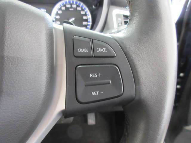 ■ステアリングリモコン■ハンドルのスイッチでオーディオ操作が可能です!運転に集中でき、安全運転に繋がります♪