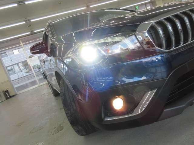 ■LEDヘッドライト装備■白く明るい光です。夜間の視界が良くなるだけでなく、対向車からの視認性も上がります。シャープな発光が今のトレンドです!