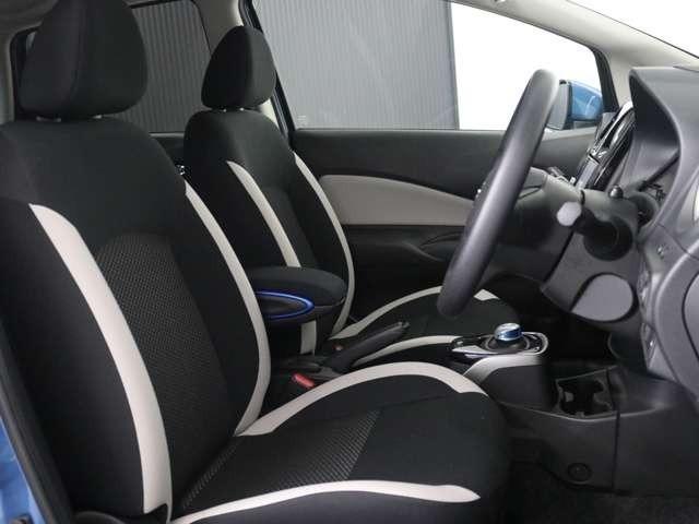 ステアリングスイッチで運転中も楽々操作!