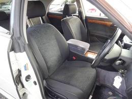 ◆室内空間◆天井、室内等とても綺麗な車両となっております。もちろん気になる匂いや汚れ等もなく、大変クリーンな室内空間ですので、タバコ嫌いや匂いに敏感なお客様でも安心してご検討頂けるお車です♪