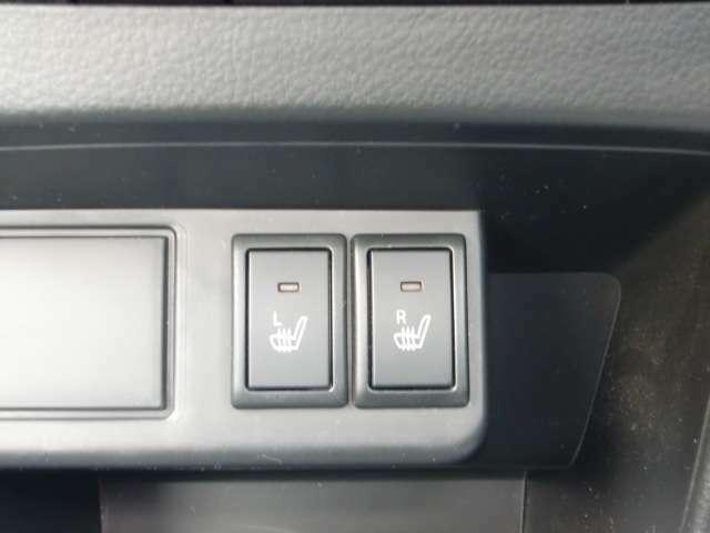 フロント両席にシートヒーター装備。座面が暖かくなるので、寒い時に嬉しい装備です。