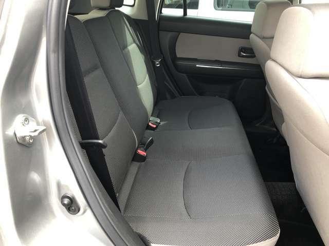 後部座席ともに傷み等なく、状態が良いです。
