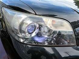 クリアできれいなヘッドライト♪ヘッドライトがきれいだと車のイメージもぐっと良くなりますよね♪HIDですのでより明るくより遠くを照らしてくれます♪