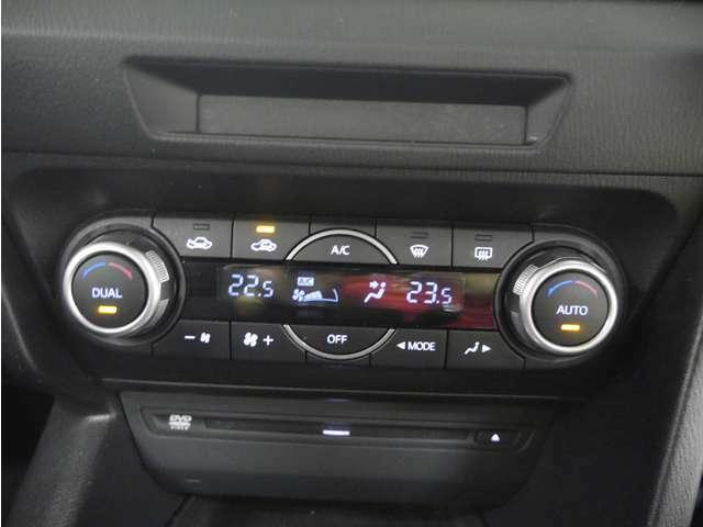 「左右独立オートエアコン」 運転席と助手席の温度を個別設定可能☆1ランク上の快適性を実現!