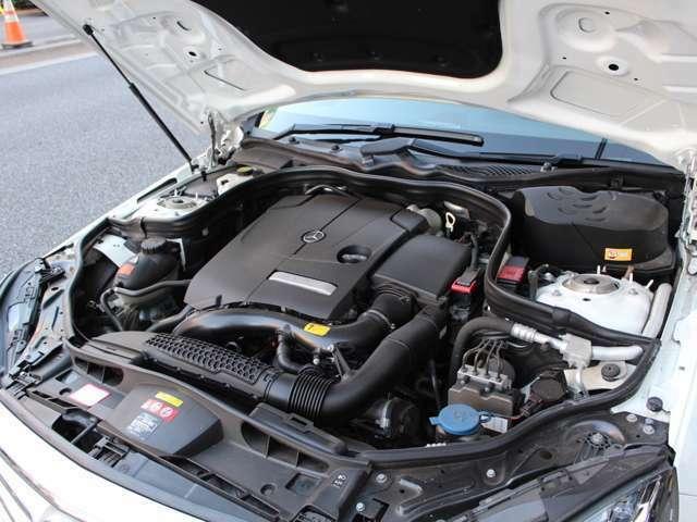 2000CC、直列4気筒DOHCターボエンジン搭載、燃費とパワーを高次元で両立しております。
