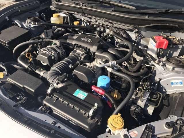 86の弱点である油温上昇対策の、オイルクーラー付いてます。