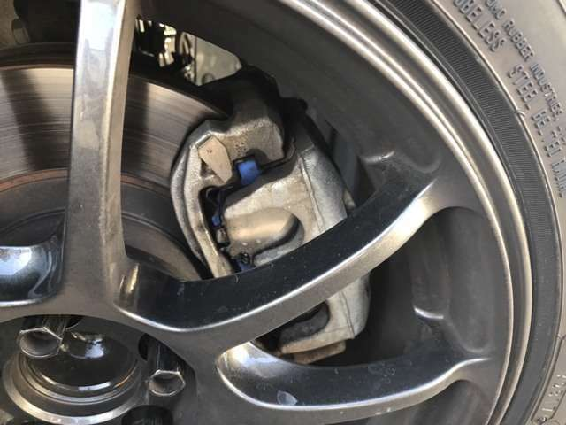 ブレーキパットもサーキット用エンドレスMX72装着
