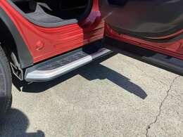 ランニングボード付きですので、乗り降りの際に便利です。